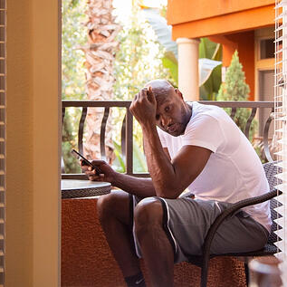 lamar odom on phone outside
